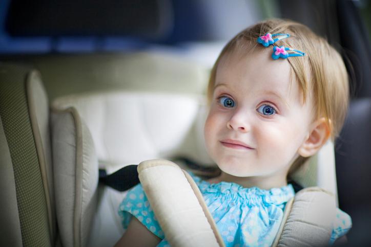 Autokindersitz oder Sitzerhöhung