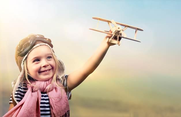Wie reisen Kinder im Flugzeug sicher?